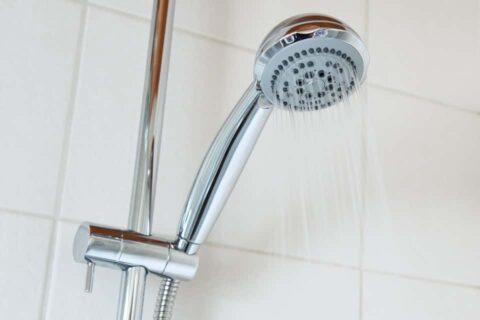 Cómo instalar un termo eléctrico para ducha: las claves